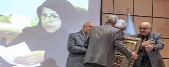 تقدیر از بانوی دانشمند شریف به پاس خدمات و مجاهدت های علمی ایشان